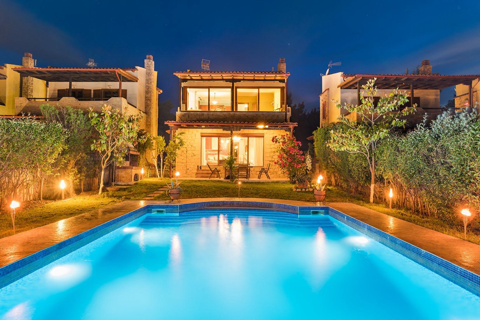 Интериорна рекламна фотография на къща за гости, Гърция - Студио Скайвю